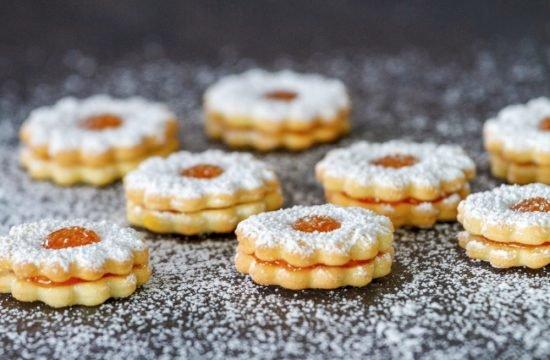 Mini biscotti fatti in casa - marmellata di pesche