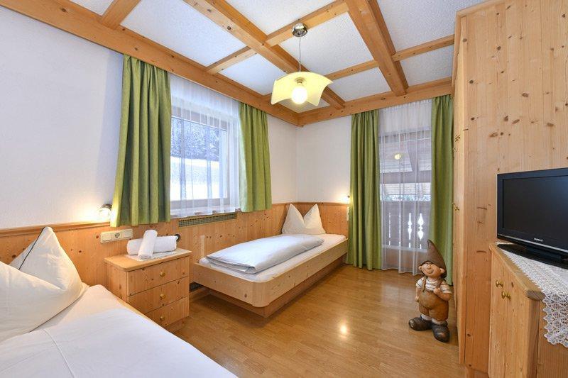 APPARTAMENTO N. 4 (camera da letto)